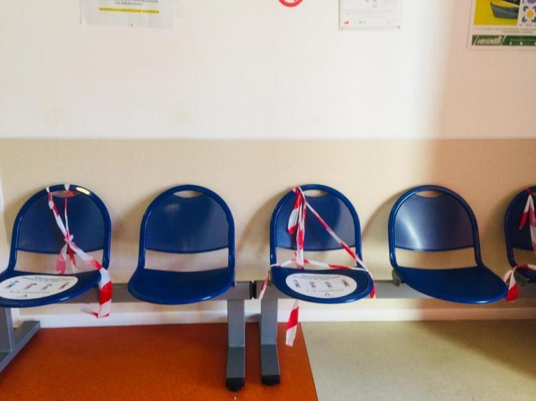 Sala de espera en un centro de salud del área metropolitana.