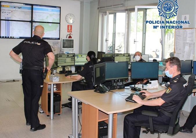 Centro de llamadas del 091 en Granada.