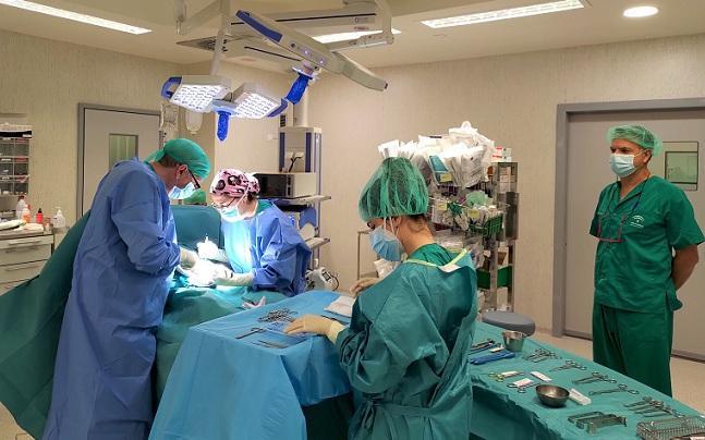 Intervención quirúgica en el hospital del PTS.