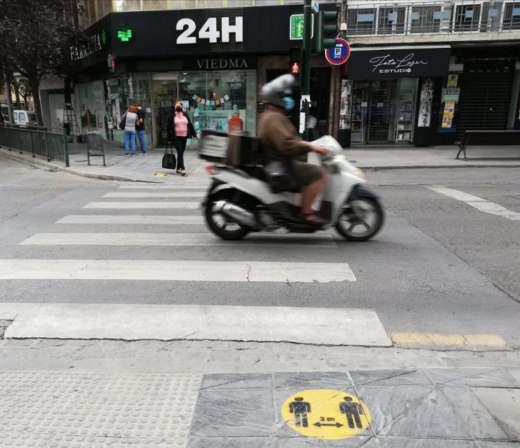 Paso de peatones en el Zaidín, en la capital.