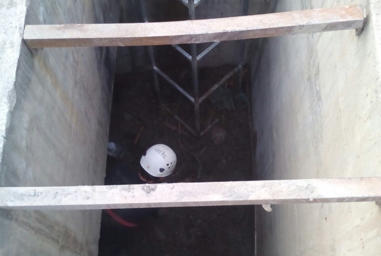Entrada al colector donde residían en condiciones infrahumanas dos de los tres fallecidos y el desaparecido.