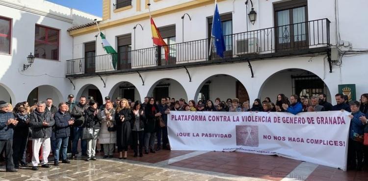 Concentración de condena frente al Ayuntamiento de Caniles.