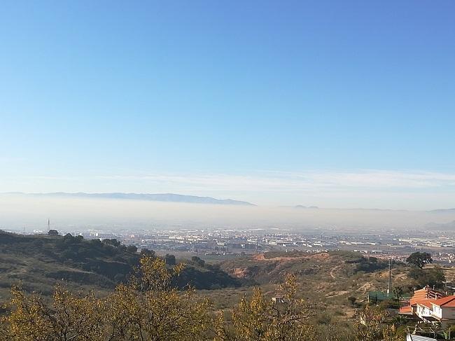 Imagen de archivo con la boina de contaminación sobre Granada.