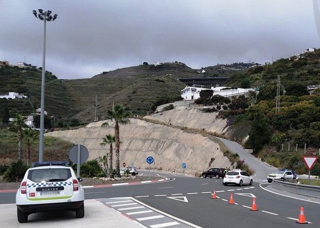 Control de la Policía Local en los accesos a Almuñécar desde Autovía.