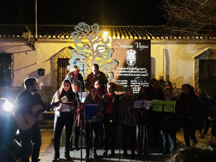 El coro Izaviejero, en plena actuación.