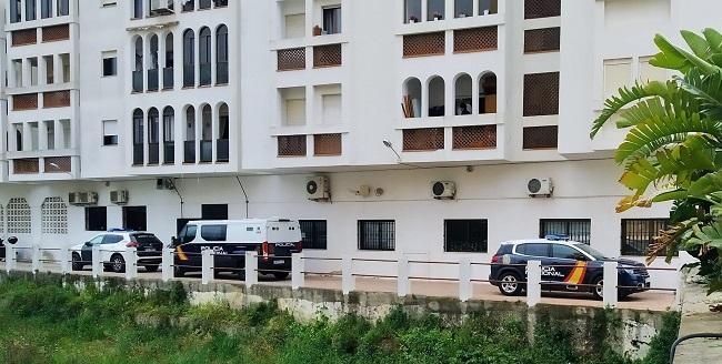 Dispositivo policial el pasado 28 de marzo en los Juzgados de Almuñécar, durante la declaración de los detenidos.