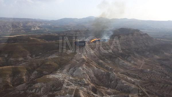 El incendio se ha declarado en el paraje de Los Charcones.