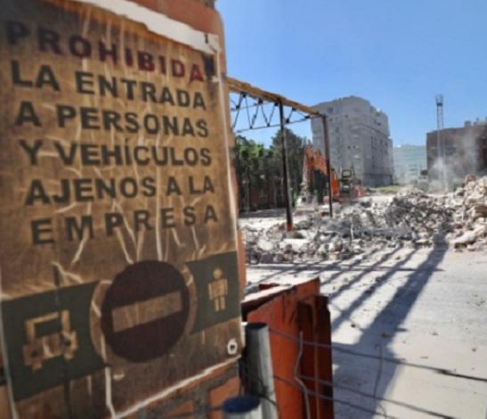 Trabajos de demolición de las cocheras.