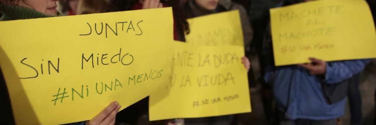 Detalle de los mensajes contra la violencia machista en una manifestación.