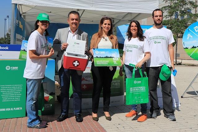 La delegada territorial de Medio Ambiente y Ordenación del Territorio, Inmaculada Oria, y el jefe de Protección Ambiental, Jesús Picazo.