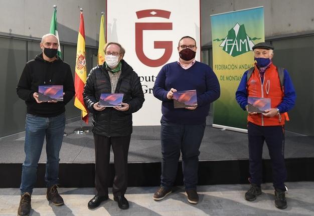 Javier Campos, a la izquierda, en la presentación del libro.