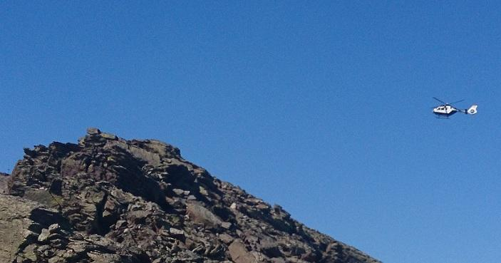 Un helicóptero de la Guardia Civil en Sierra Nevada en una imagen de archivo.