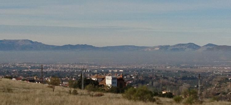 Boina de contaminación sobre el área metropolitana, vista desde Dilar.