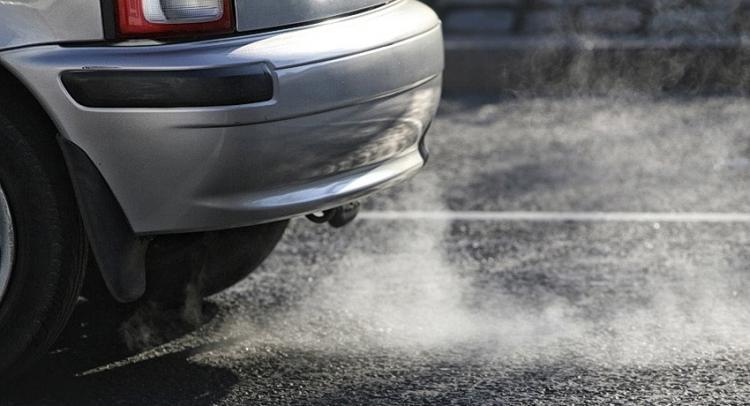 os tubos de escape de los vehículos son la principal fuente de emisión de NO2.