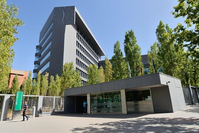 Edificio de la Junta en Almanjáyar, sede del distrito sanitario Granada-Metropolitano.
