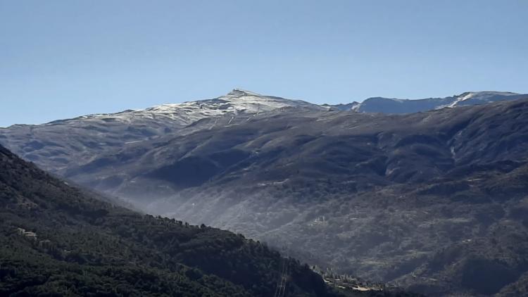 El color blanco tan característico aparece ya tímidamente en Sierra Nevada.