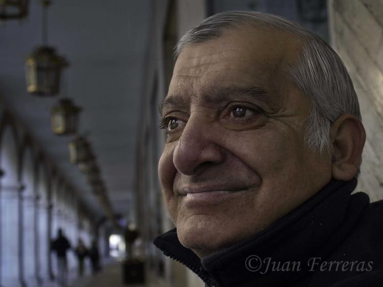 El músico búlgaro con la mirada perdida.
