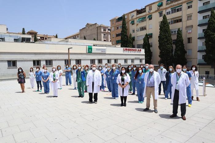 El equipo directivo junto a parte del equipo de Urgencias.