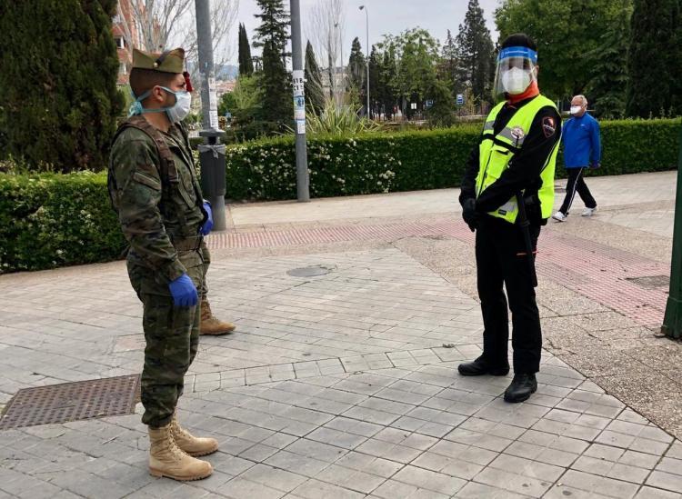 La Legión, este jueves, en la labores de vigilancia en el entorno del Palacio de los Deportes.