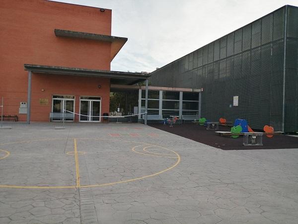 Entrada a la piscina municipal de Bola de Oro.