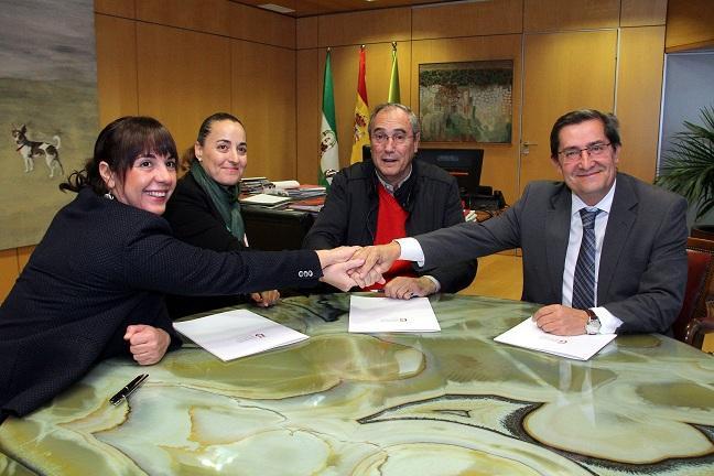 Firma del convenio entre Diputación y Cáritas de Granada y Guadix-Baza.