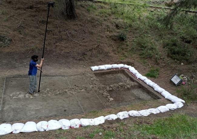 Impresionante imagen de los trabajos previos a las excavaciones en el fondo del Barranco de Víznar.