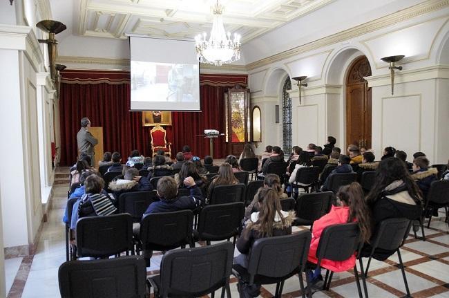 Visita de los escolares de colegio de Juan XXIII al Madoc.