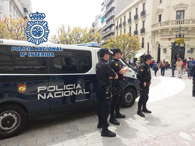 Agentes en Puerta Real.