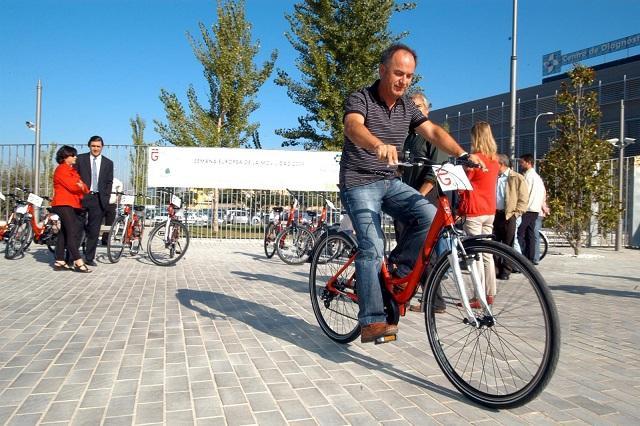 El estudio analiza la combinación de diversos medios de transporte, como la bici.