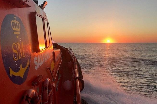 Imagen de archivo de una embarcación de rescate en el mar.