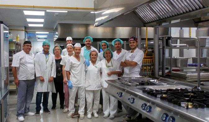 Personal de cocina, en las renovadas instalaciones.