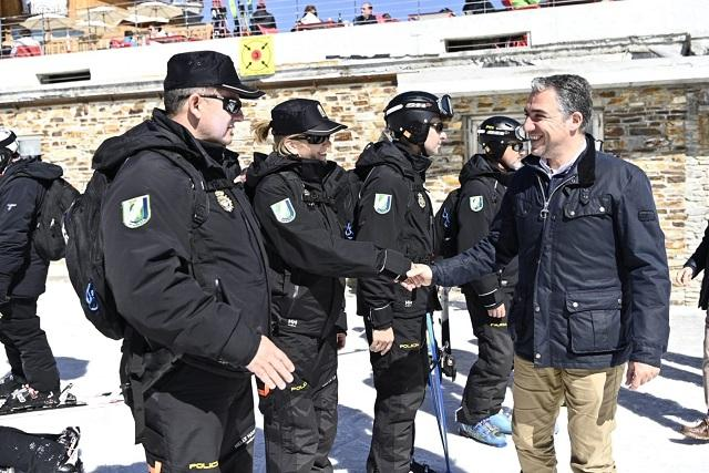 El consejero de la Presidencia, Administración Pública e Interior, Elías Bendodo, ha visitado Sierra Nevada.