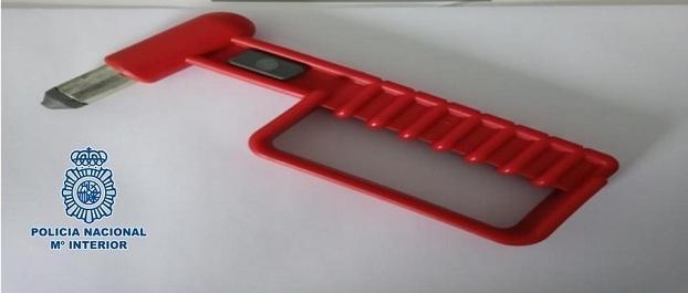Una de las herramientas intervenidas al detenido.