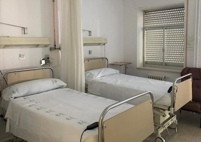 Una de las habitaciones habilitadas para enfermos de coronavirus en el antiguo Clínico.