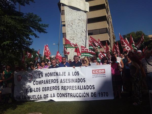 Homenaje junto al monumento a los obreros.