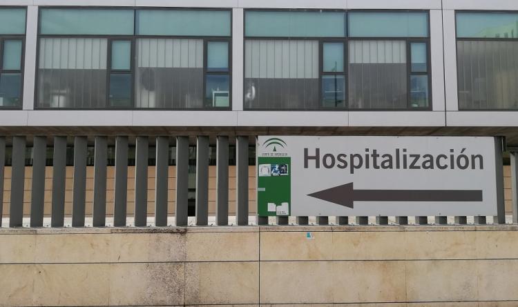 Señalización del área de hospitalización en el exterior del San Cecilio.