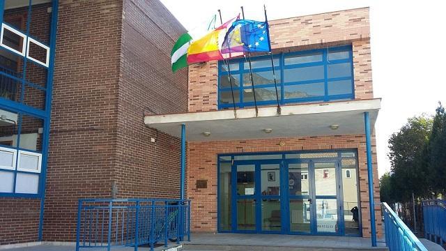 Entrada del colegio La Cruz de Dúrcal.