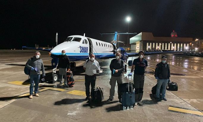 Los seis integrantes del grupo, justo antes de embarcar para salir de Mauritania.