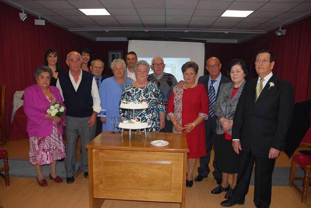 Las parejas recibieron un homenaje municipal por sus bodas de oro.