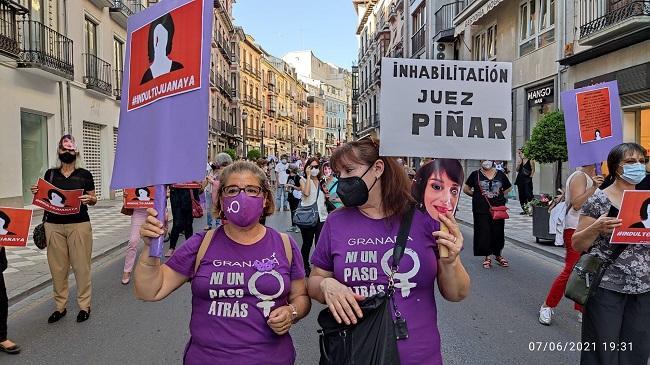 Detalle de la manifestación celebrada este lunes en Granada.