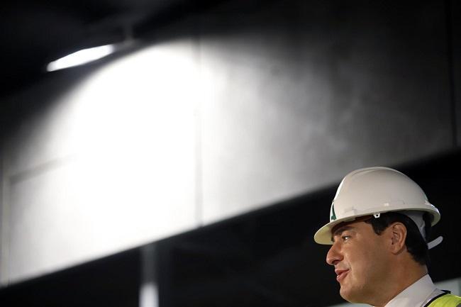 Juan Manuel Moreno, este lunes en las obras de ampliación del Metro de Málaga.