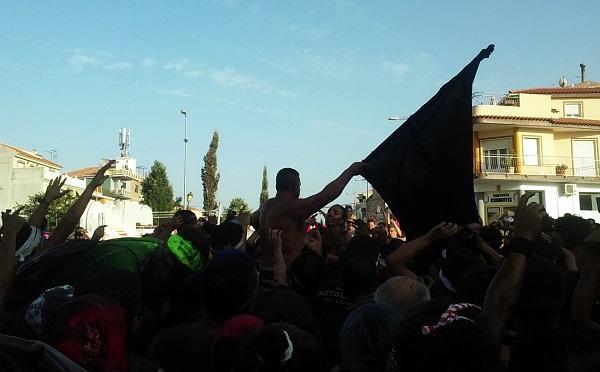 Jura de bandera de Cascamorras en la Rotonda del Ferrocarril de Baza.