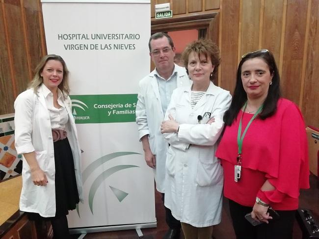 La gerente del HVN, María Ángeles García, (dcha), junto a organizadores de la sesión informativa.