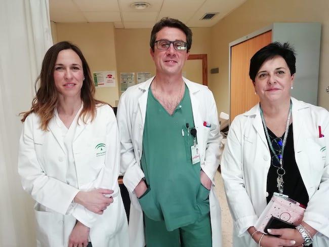 La matrona Laura Cámara (izda), junto al ginecólogo Jorge Fernández y la subdirectora de Enfermería, Inmaculada López.