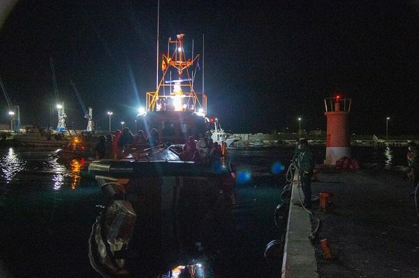 Llegada de la Salvamar Gienah al puerto con 44 migrantes.