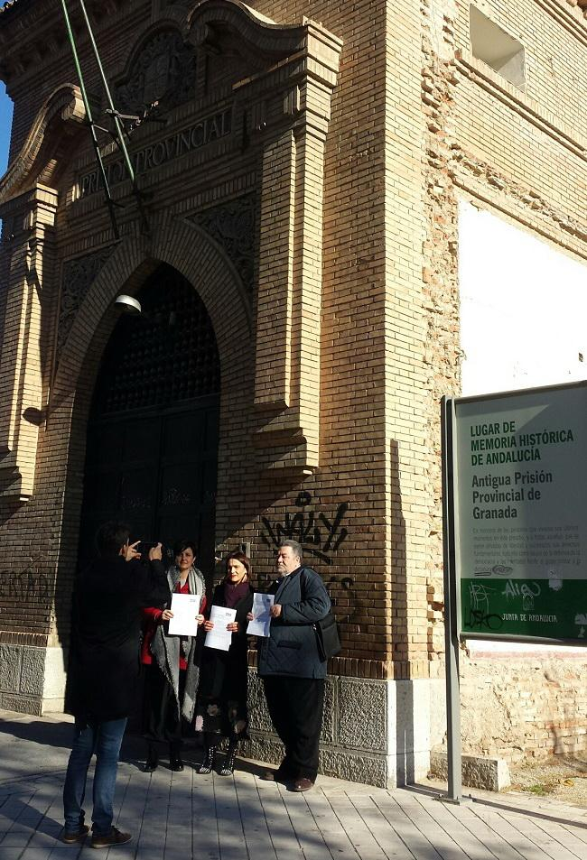 Los socialistas han presentado la moción junto a la antigua prisión provincial.