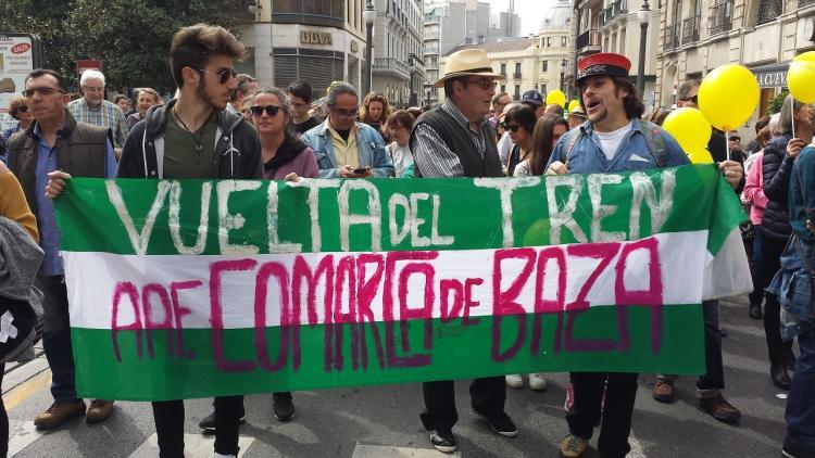 Amigos del Ferrocarril de Baza, en la manifestación.