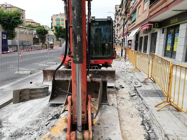 Máquina en la obra de la calle Palencia.