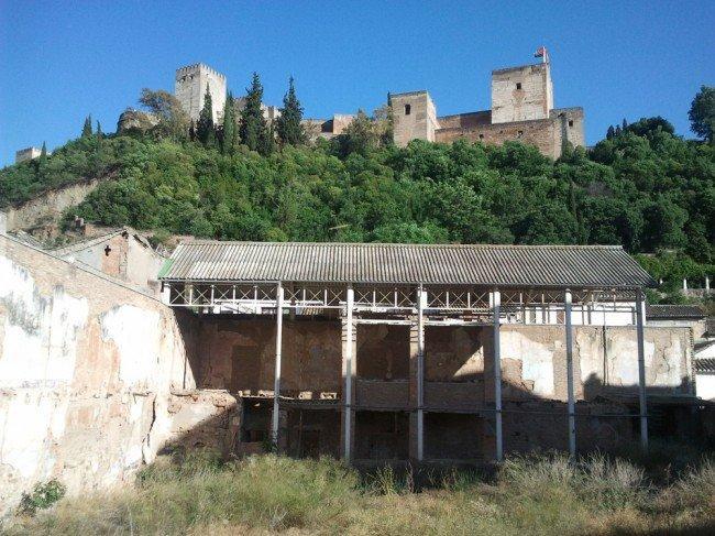 Los restos del Maristán, a las faldas de la Alhambra.