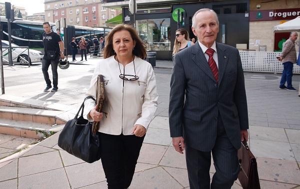 Imagen de archivo de la exdirectora de la Alhambra y su abogado.